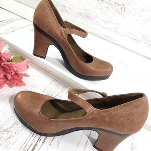Gianni Bini tawny brown leather Mary Jane heels